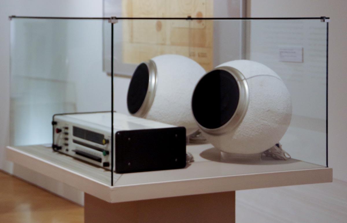 Stereoradio rk 5 senit und Lautsprecherkugelboxen k 20. Entwurf: Lutz-Rudolph und Clauss Dietel