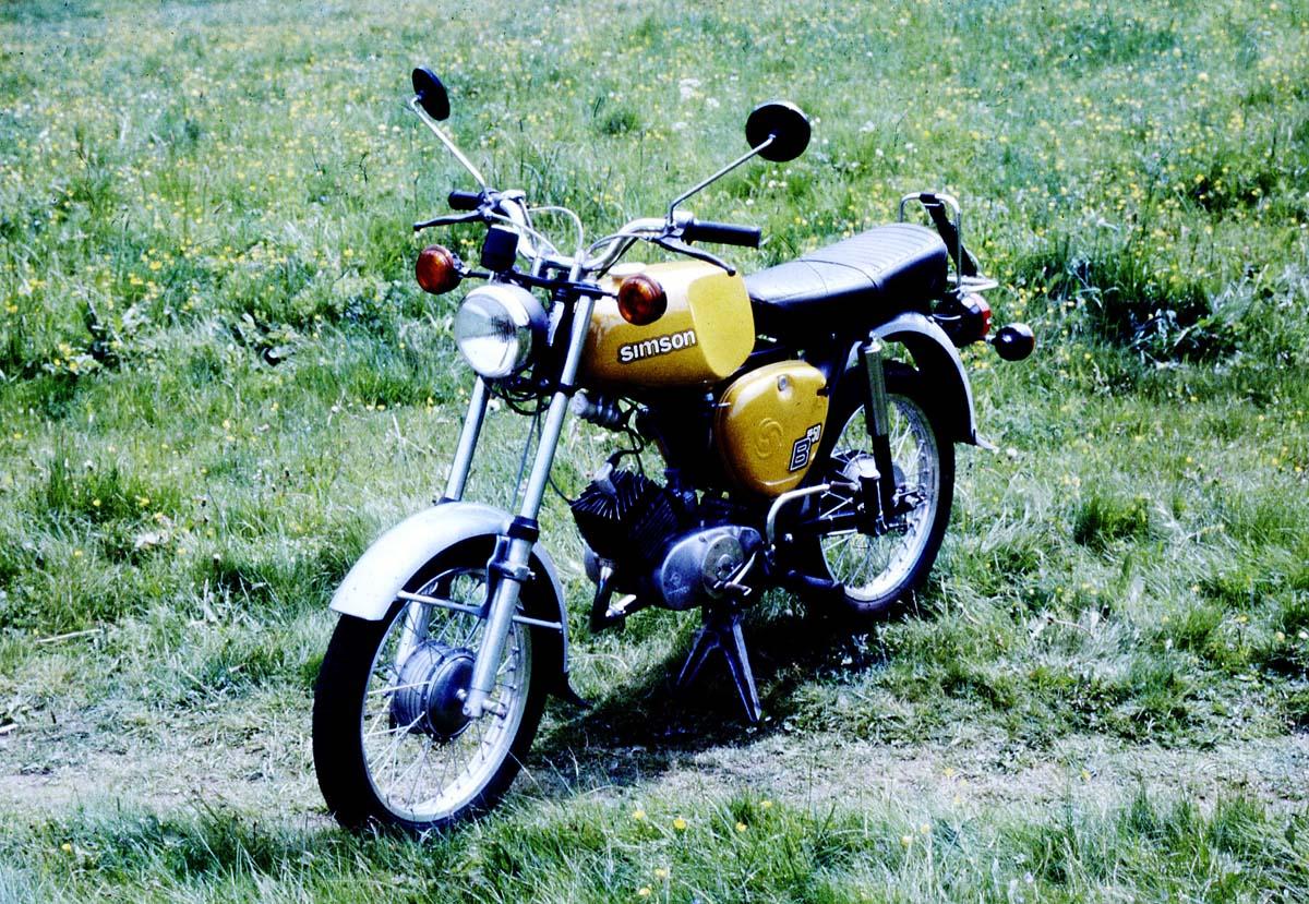 Ab 1974 produziert der VEB Simson Suhl das Mokick S50 von Lutz Rudolph und Clauss Dietel.