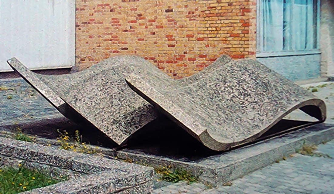 Lutz Rudolph, Betonplastik im Freiraum vor dem VEB Volkswerft Stralsund.