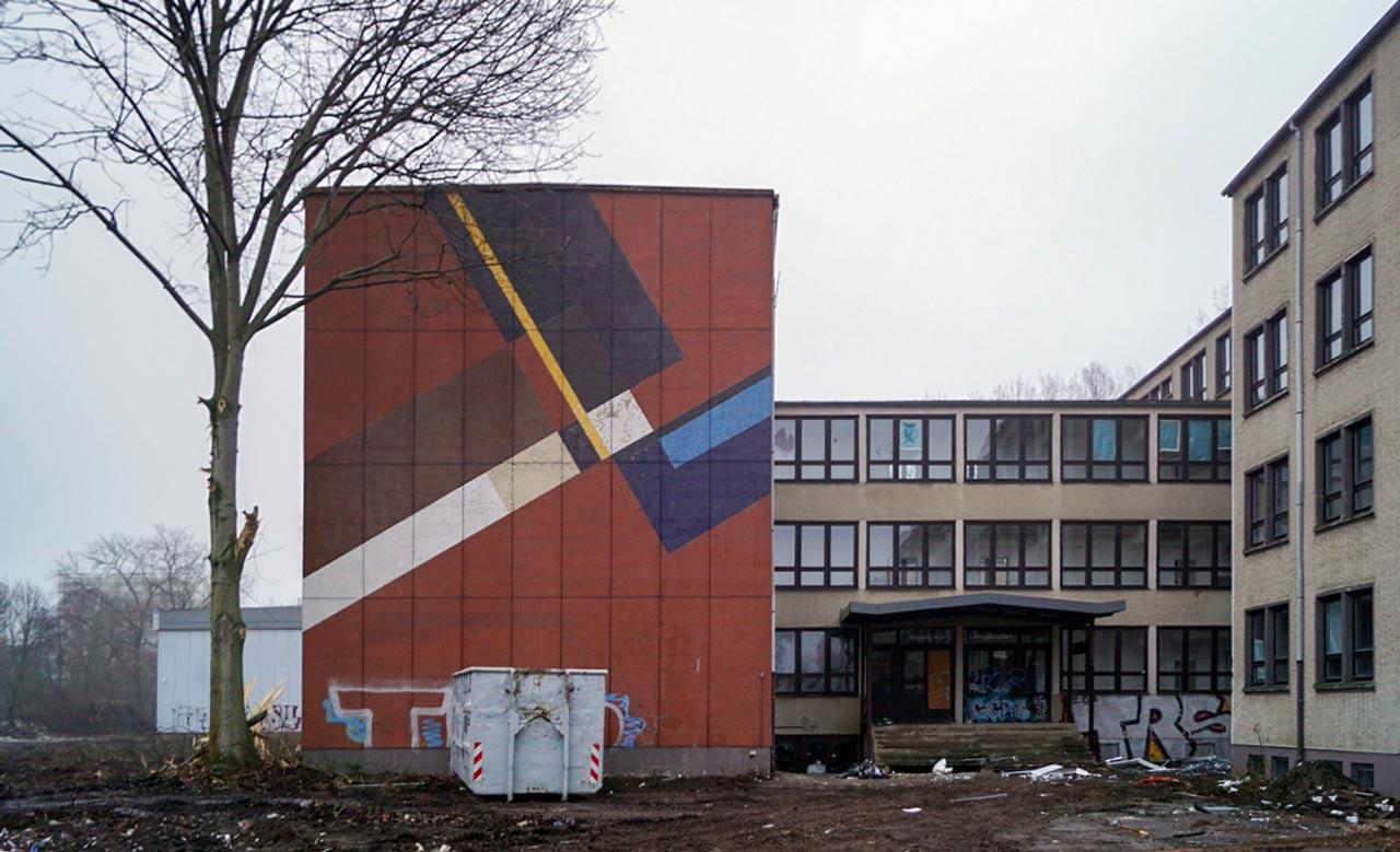 Lutz Rudolph, Fassadengestaltung an der ehemaligen Schule für Aussenwirtschaft, Berlin.